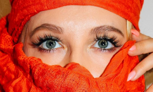 Make your own lashes longer with these mascara techniques!